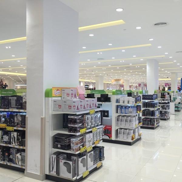 Photo taken at Lulu Hypermarket by Mhd S. on 10/8/2016