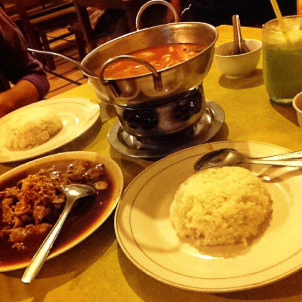 Photo taken at Phuket Thai Resto by Nina K. on 12/2/2013