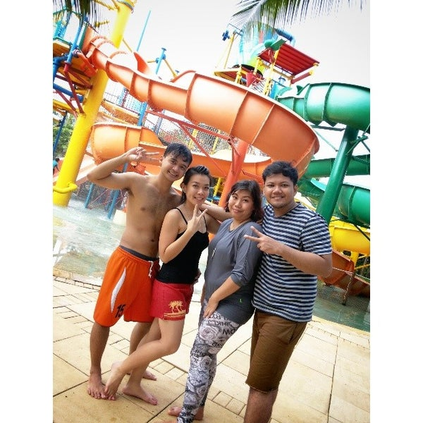 Photo taken at Waterbom Jakarta by Devitta N. on 3/17/2014