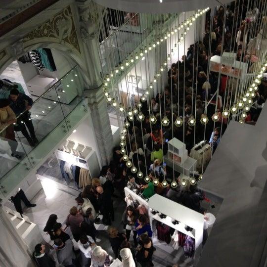 Photo taken at H&M by M૯L૯┼Iş on 11/13/2012