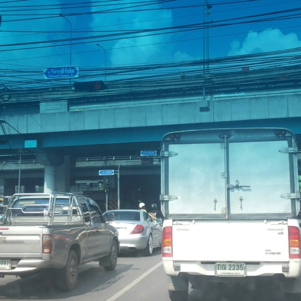 Photo taken at แยกสุทธิสาร (Sutthisan Intersection) by Tum i. on 7/5/2013