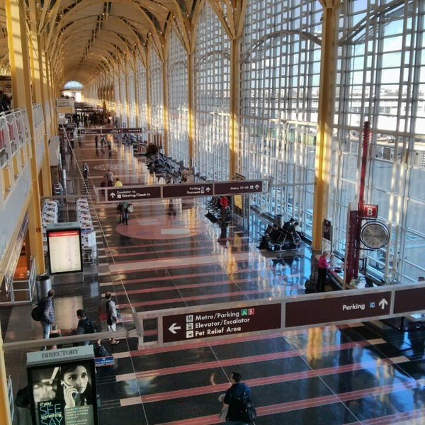 Photo taken at Ronald Reagan Washington National Airport (DCA) by Abdulrahman Y. on 11/1/2013