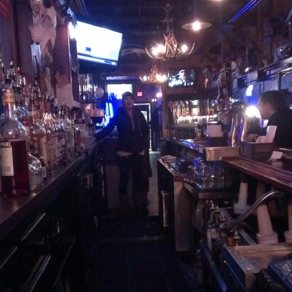Photo taken at Tune Inn Restaurant & Bar by Ara G. on 3/29/2015