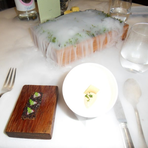 Photo taken at The Fat Duck Restaurant by Felipe Z. on 7/26/2013