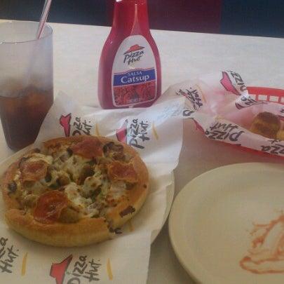 Photo taken at Pizza Hut by PandaSama on 2/6/2013