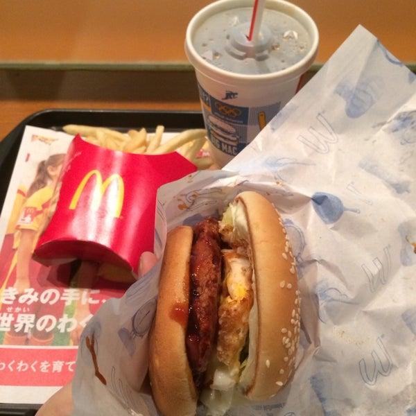 Photo taken at マクドナルド 福岡新天町店 by Siwon K. on 3/31/2014