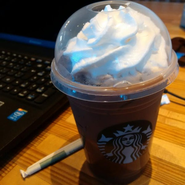 Photo taken at Starbucks by Guido D. on 8/9/2014