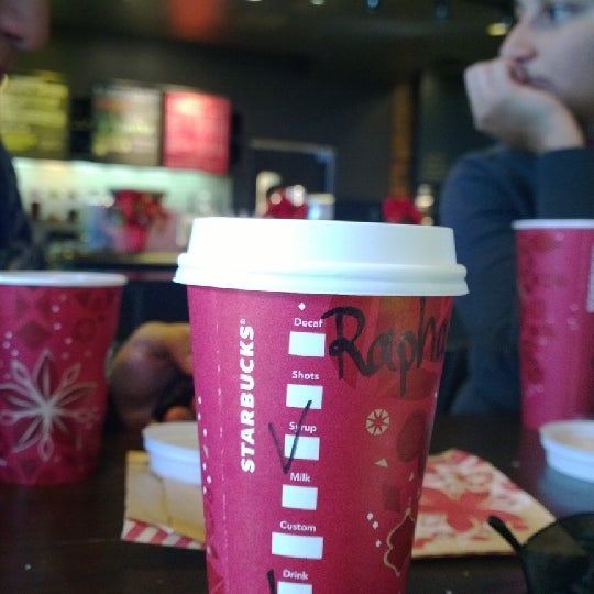 Photo taken at Starbucks by Rafael A. on 12/30/2013