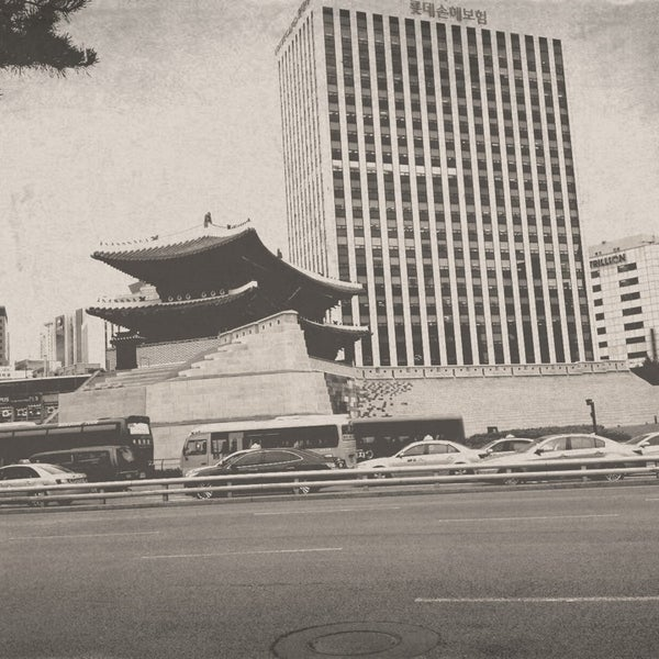 Photo taken at 숭례문 (崇禮門, Sungnyemun) by Claire L. on 6/20/2013