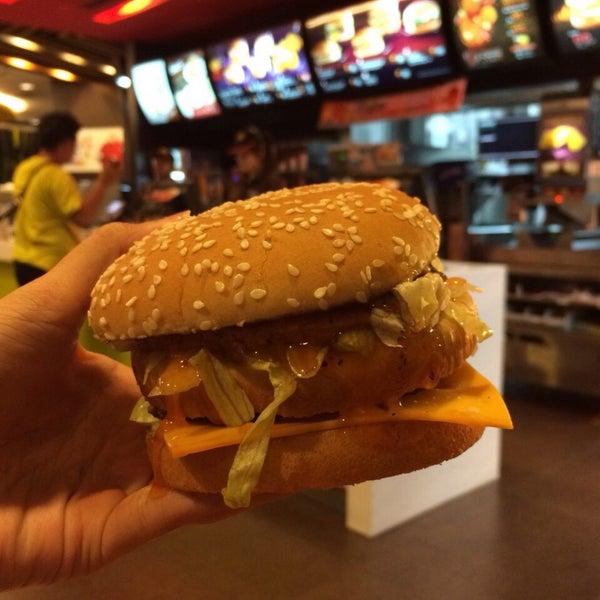 Photo taken at McDonald's (แมคโดนัลด์) by Porziie M. on 6/1/2015