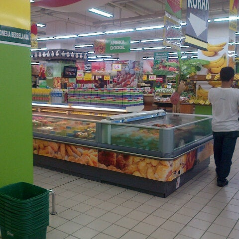 Photo taken at Giant Hypermarket by Cliffy 7. on 1/12/2014