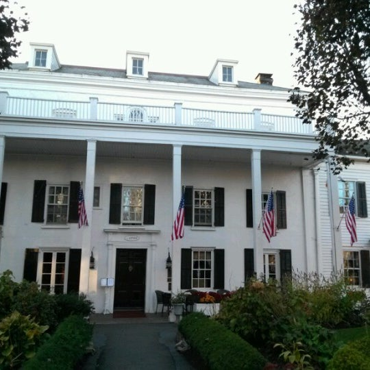 Photo taken at Beekman Arms-Delamater Inn by Eric T. on 10/16/2012