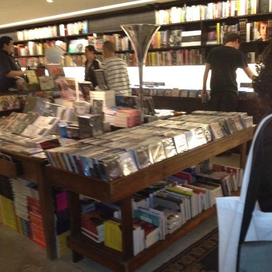 Photo taken at Livraria da Vila by Aleksandro on 5/26/2012