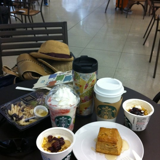 Photo taken at Starbucks Coffee 関西国際空港エアサイド店 by Kizen S. on 9/1/2012