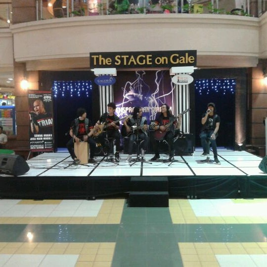 Photo taken at Galeria Mall by Rien K. on 5/30/2012
