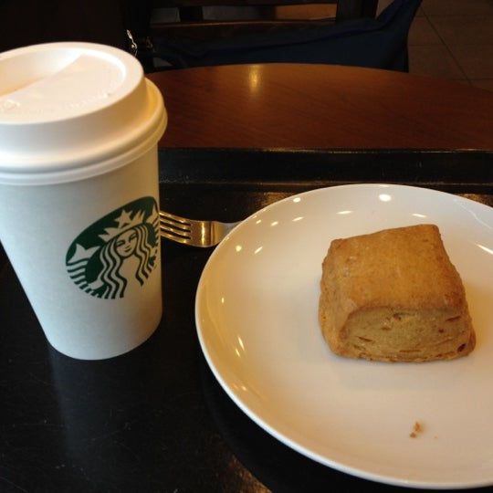 Photo taken at Starbucks Coffee ひたち野うしく店 by もえぴー on 4/23/2012