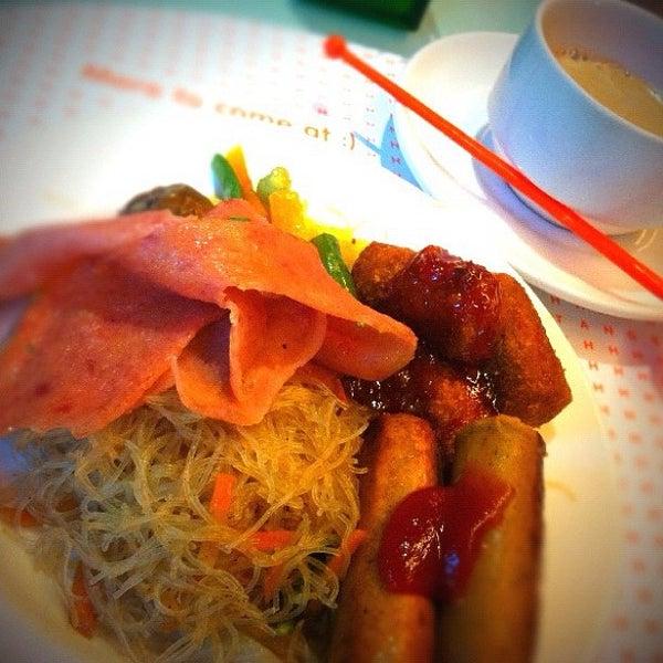 Photo taken at Harris Cafe by Sin Pei G. on 3/31/2012