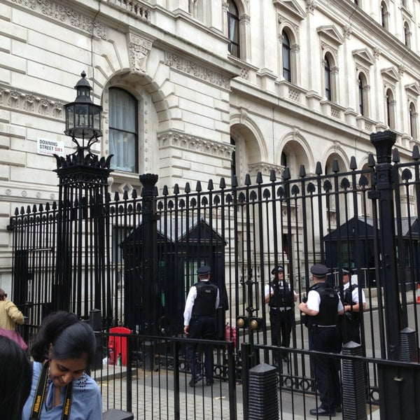 Photo taken at 10 Downing Street by Dong-ho S. on 6/26/2013