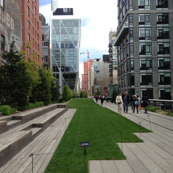 Photo taken at High Line 10th Ave Amphitheatre by Lloyd on 5/8/2013