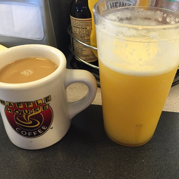 Photo taken at Waffle House by David H. on 2/15/2015