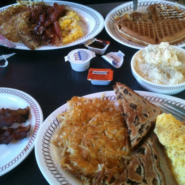Photo taken at Waffle House by Kev H. on 6/28/2013
