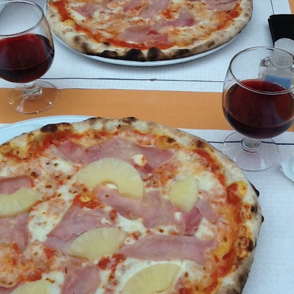 Photo taken at Canasta Pizzeria & Ristorante by Alexandr V. on 1/20/2013