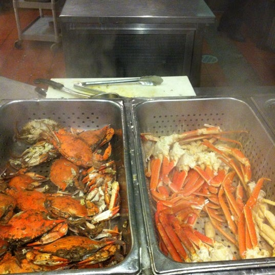 Photo taken at Phillips Seafood by Pinar O. on 11/5/2012
