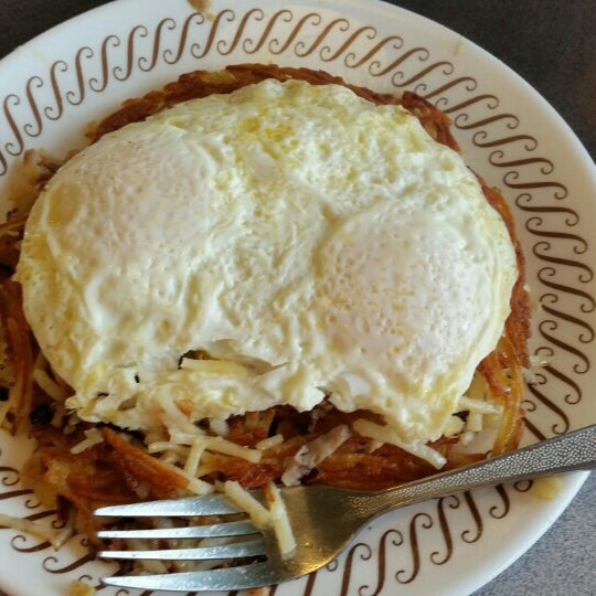 Photo taken at Waffle House by Dawn W. on 11/25/2015