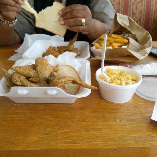 Hip hop fish chicken american restaurant in marlow heights for Hip hop fish chicken