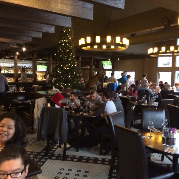 Photo taken at Earls Restaurant by David M. on 12/27/2013