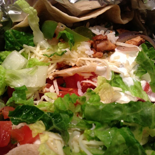 Photo taken at Chipotle Mexican Grill by Yu H. on 1/27/2013