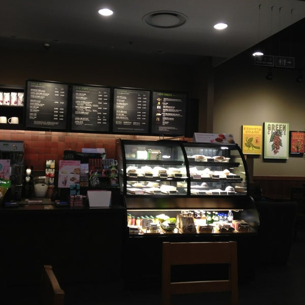 Photo taken at Starbucks by charlie K. on 3/7/2014