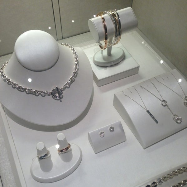 Tiffany co jewelry store in houston for Jewelry stores westheimer houston tx