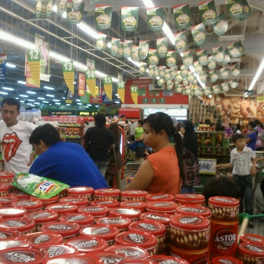 Photo taken at Giant Hypermarket by Alip A. on 7/21/2013