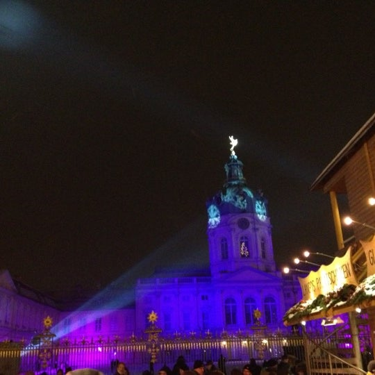 Photo taken at Weihnachtsmarkt vor dem Schloss Charlottenburg by Dominik S. on 12/8/2012