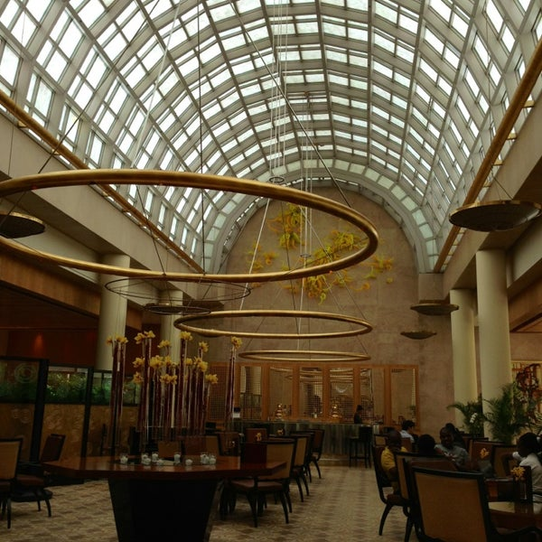 Photo taken at The Ritz-Carlton, Millenia Singapore by Christopher L. on 1/8/2013