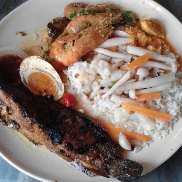 Photo taken at Restoran Sambal Hijau by ilaraayy on 3/15/2015