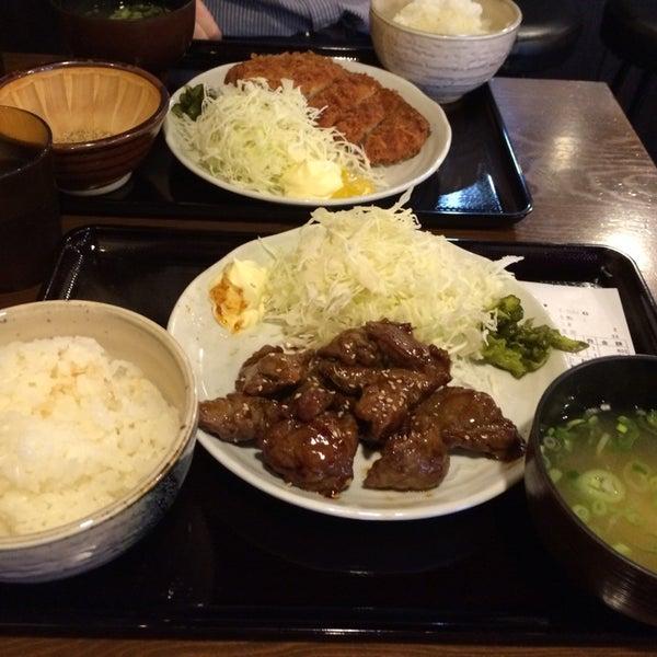 Photo taken at 日本橋 紅とん 池袋ビックリガード店 by masa g. on 10/10/2014