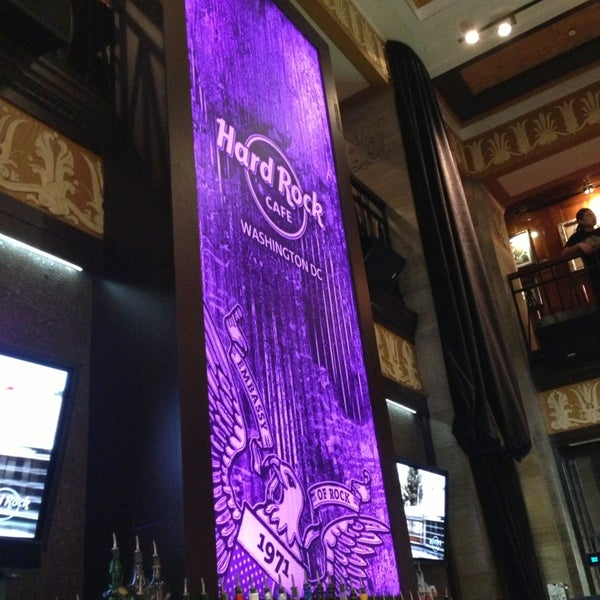 Photo taken at Hard Rock Cafe Washington DC by Noel T. on 6/4/2013