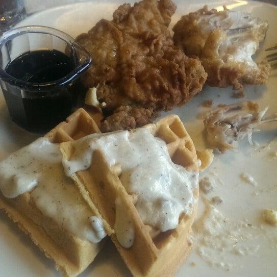 Photo taken at Shari's Restaurant by Gerard T. on 4/5/2014