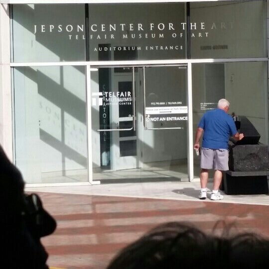Photo taken at Telfair Museums' Jepson Center by Clinton™ on 10/29/2015