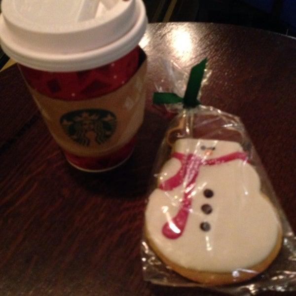 Photo taken at Starbucks by Vampirextina S. on 11/25/2013
