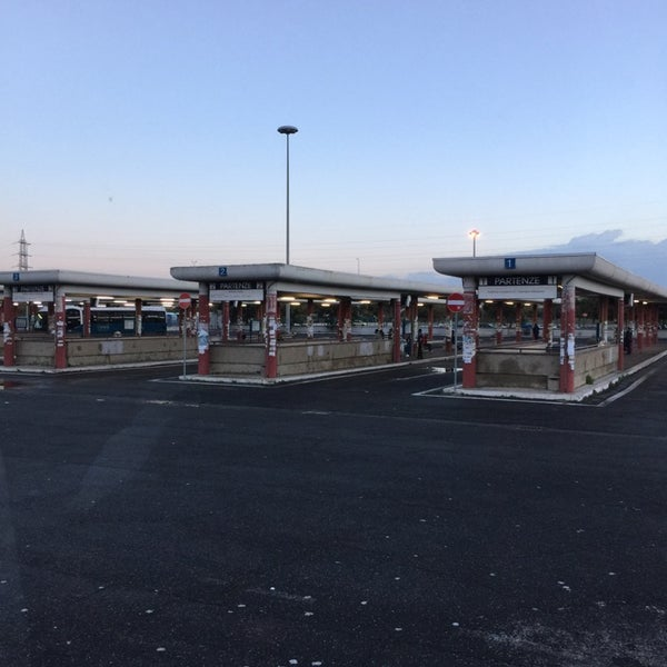 Foto scattata a Terminal Bus Anagnina da Elvis M. il 11/16/2014