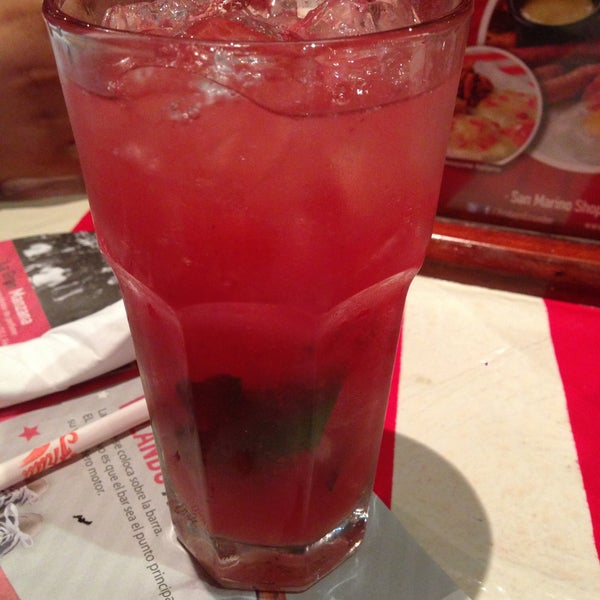 Photo taken at TGI Friday's by ClaudiaMG on 5/18/2013