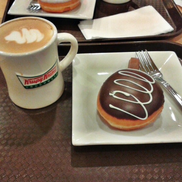 Photo taken at Krispy Kreme by Pan T. on 6/20/2013