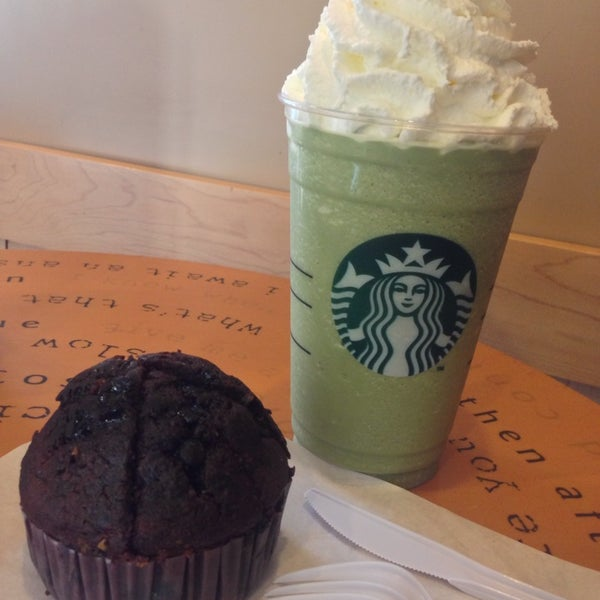 Photo taken at Starbucks (สตาร์บัคส์) by Klao E. on 9/1/2013