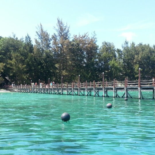 Photo taken at Manukan Island Jetty by Zheng N. on 5/7/2014