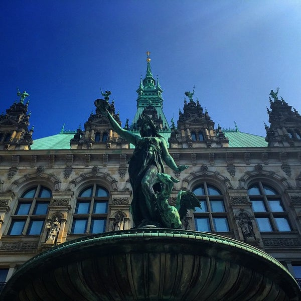Photo taken at Handelskammer Hamburg by Felix D. on 4/26/2015