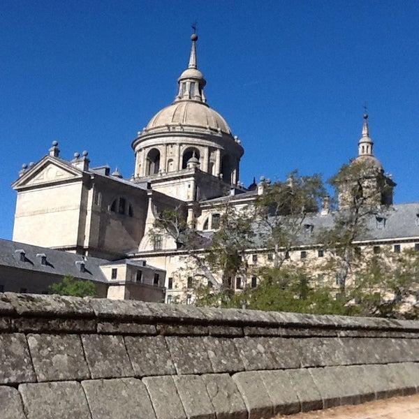 Photo taken at Monasterio de San Lorenzo de El Escorial by Rosa A. on 5/11/2013