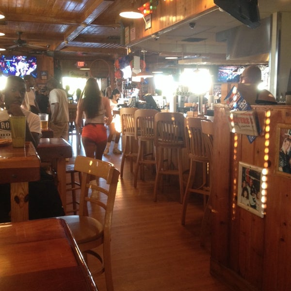 Photo taken at Hooters by Cesar S. on 1/12/2014